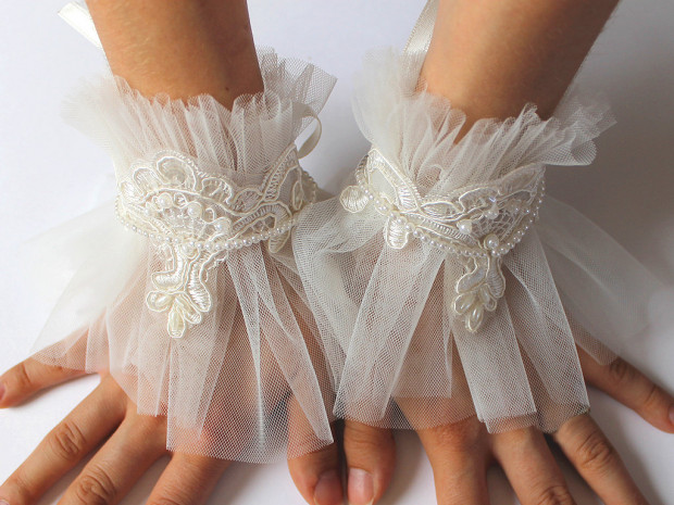 LAce wedding gloves