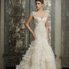 Strapless sweetheart neckline, fit & flare silhoue
